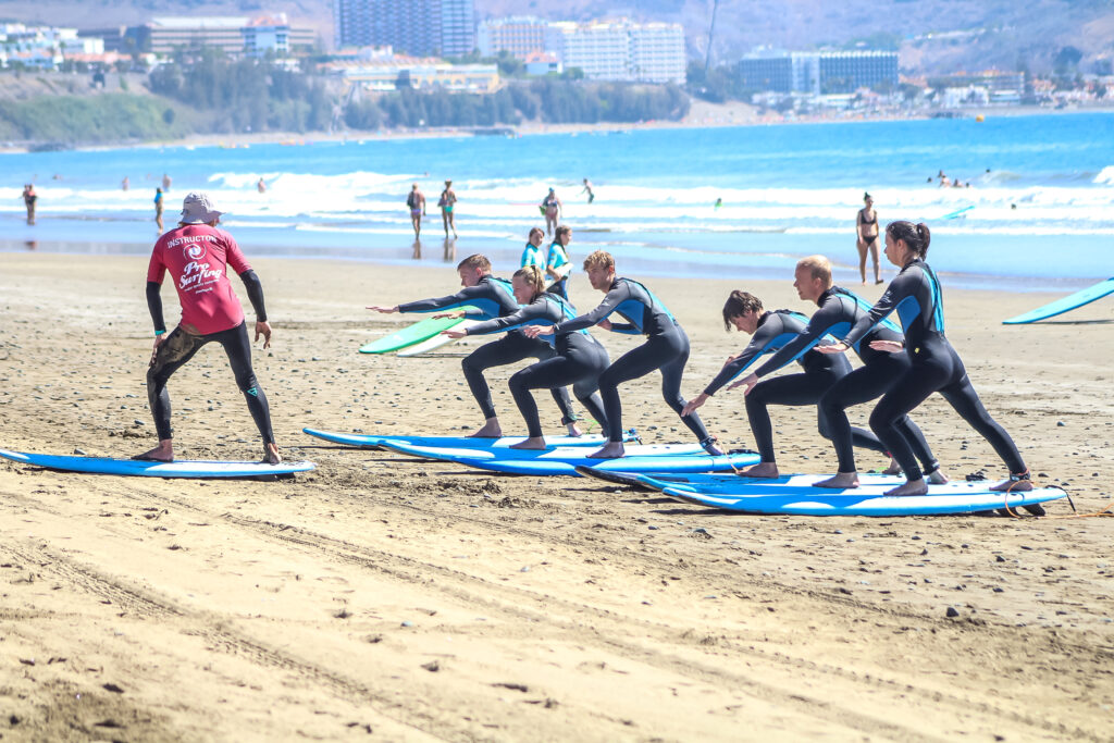 Group learn surf with ProSurfing